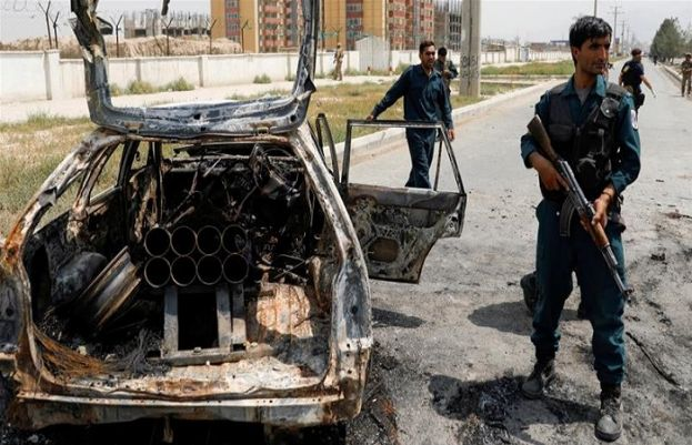 افغان صدارتی محل کے قریب کار کے ذریعے راکٹ حملے کیے گئے جس کے نتیجے میں 3 افراد ہلاک ہوگئے