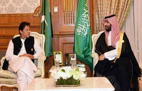 وزیراعظم عمران خان تین روزہ سرکاری دورے پر سعودی عرب پہنچ گئے