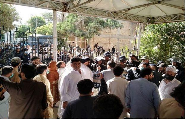 اپوزیشن اراکین نے بلوچستان اسمبلی کے داخلی دروازے پر تالے لگا دیئے
