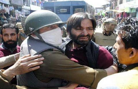 بھارتی فورسز کا ایک اور بزدلانہ وار، یاسین ملک کیخلاف دو جعلی کیسز بنا دیئے