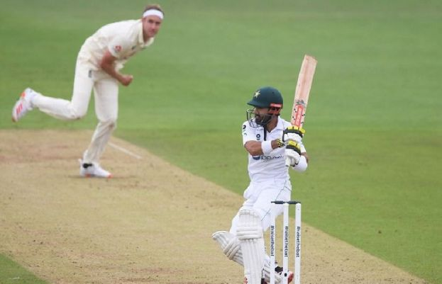 پاکستان اور انگلینڈ کے درمیان دوسرے ٹیسٹ کی پہلی اننگز کھیلی جا رہی ہے