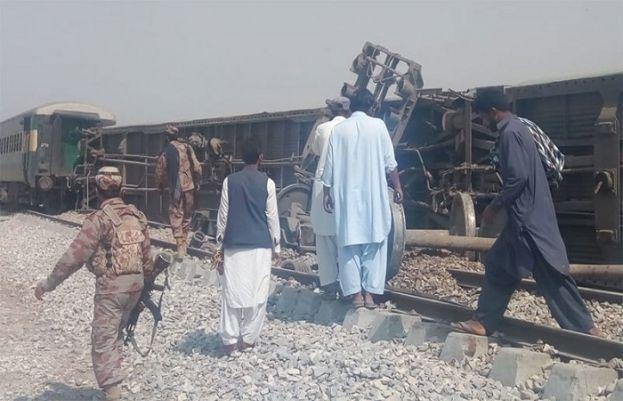 ڈیرہ مراد جمالی میں ریلوے ٹریک پر دھماکا، 3افراد جاں بحق