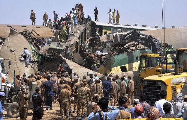 سکھر:2 ٹرینوں میں تصادم 30 سے زائد افراد جانبحق، 50 زخمی