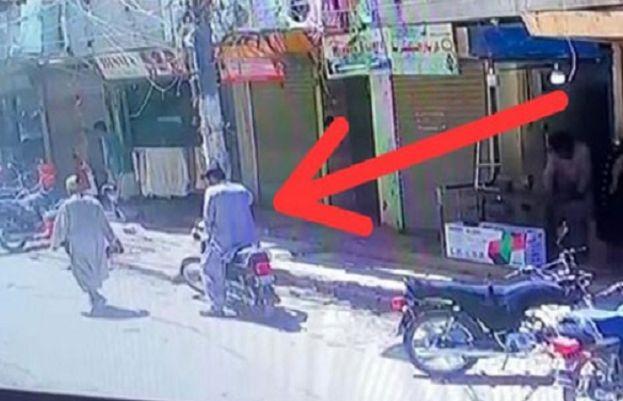 کراچی سال کی سب سے بڑی  ڈکیتی  ملزمان 3 کروڑ مالیت کے بونڈ لوٹ کر فرار