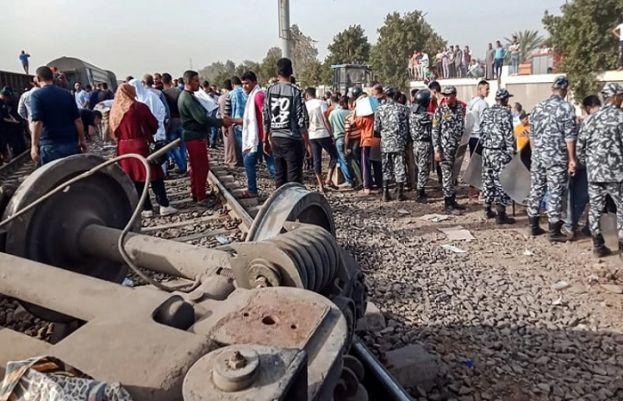 مصر کے شمالی صوبے قلیوبیہ میں مسافر ٹرین پٹری سے اتر گئی جس کے نتیجے میں 97 افراد زخمی ہوگئے۔