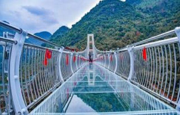 چین میں دنیا کے سب سے بڑے کانچ کے پل کا افتتاح کردیا گیا ہے