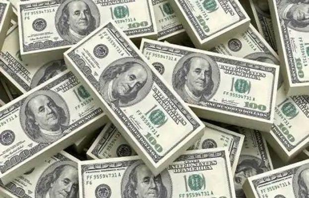 انٹر بینک میں ڈالر کی قدرمیں  حیرت انگیز کمی