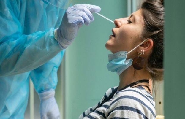 کورونا وائرس سے ہونے والی بیماری کووڈ 19 کی علامات متعدل سے شدید ہوسکتی ہیں۔