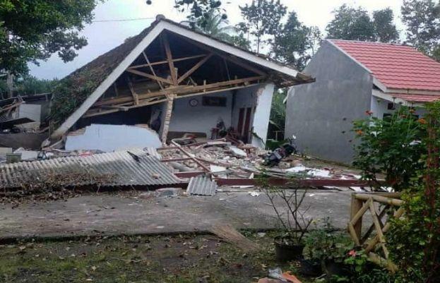 انڈویشیا میں 6.1 شدت کا زلزلہ، بڑے پیمانے پر عمارتیں زمیں بوس ہو گئی