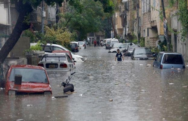 پاکستان کے سب سے بڑے شہر کراچی سمیت سندھ کے 20 اضلاع کو آفت زدہ قرار دے دیا گیا