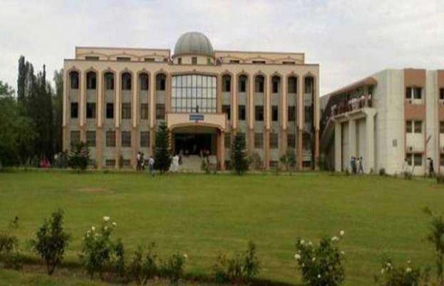 وفاقی دارالحکومت اسلام آباد کے مزید دو تعلیمی اداروں میں عالمی وبا کورونا وائرس کے کیسز رپورٹ ہوئے ہیں۔