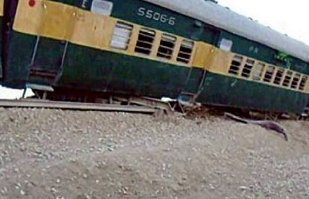 ڈہرکی ٹرین حادثے کے بعدایک اورٹرین پٹڑی سے اتر گئی