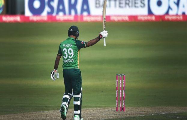 تیسرا ون ڈے، جنوبی افریقہ کے خلاف پاکستان کی بیٹنگ جاری