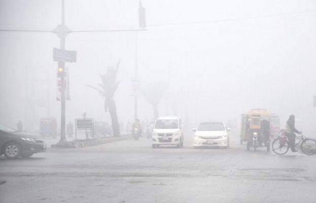 پورے ملک دھند کے لپیٹ میں، 14 گاڑیاں آپس میں ٹکرا گئیں