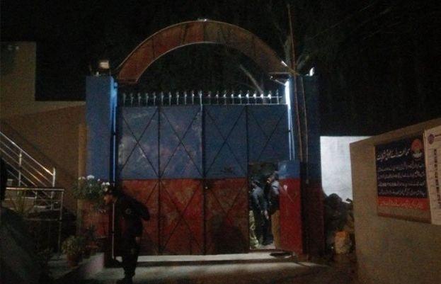 کراچی کے شاہ لطیف ٹاؤن تھانے پر مظاہرین کا حملہ، 3 پولیس اہلکار زخمی
