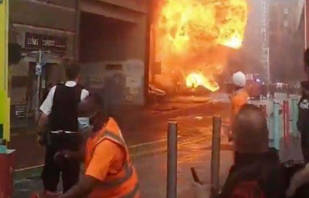 لندن کے جنوبی علاقے کے ریلوے اسٹیشن میں دھماکے بعد آگ لگ گئی