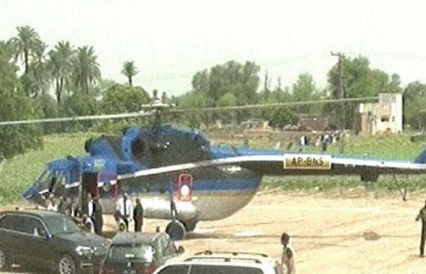 لاہور میں آندھی کے باعث وزیراعلیٰ پنجاب عثمان بزدار کے ہیلی کاپٹر کو ہنگامی لینڈنگ کرنی پڑی۔