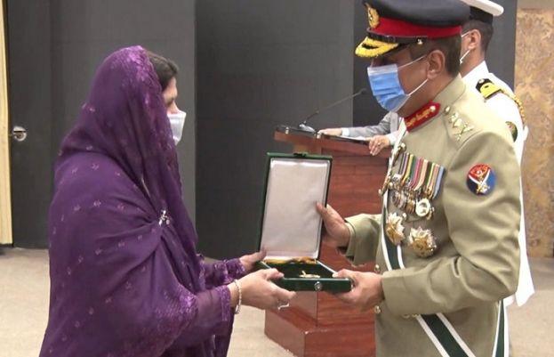 مسلح افواج کی 3 خواتین سمیت 23 سائنسدانوں کو ایوارڈز دیے گئے، آئی ایس پی آر