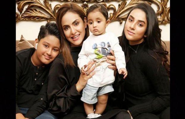 اداکارہ نادیہ خان اور انکی فیملی