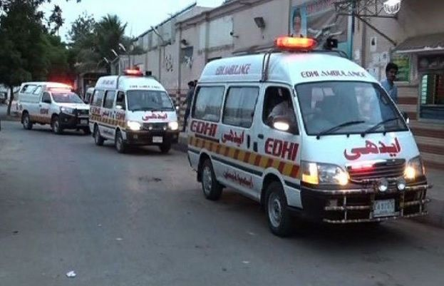 بولان کے قریب مسافر وین اور ٹرک میں ٹکر سے 10 افراد جاں بحق ہو گئے