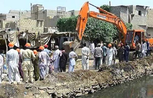 کراچی میں ندی نالوں اور سرکاری املاک پر قائم تجاوزات کے خلاف بڑے پیمانے پر آپریشن شروع کر دیا گیا۔
